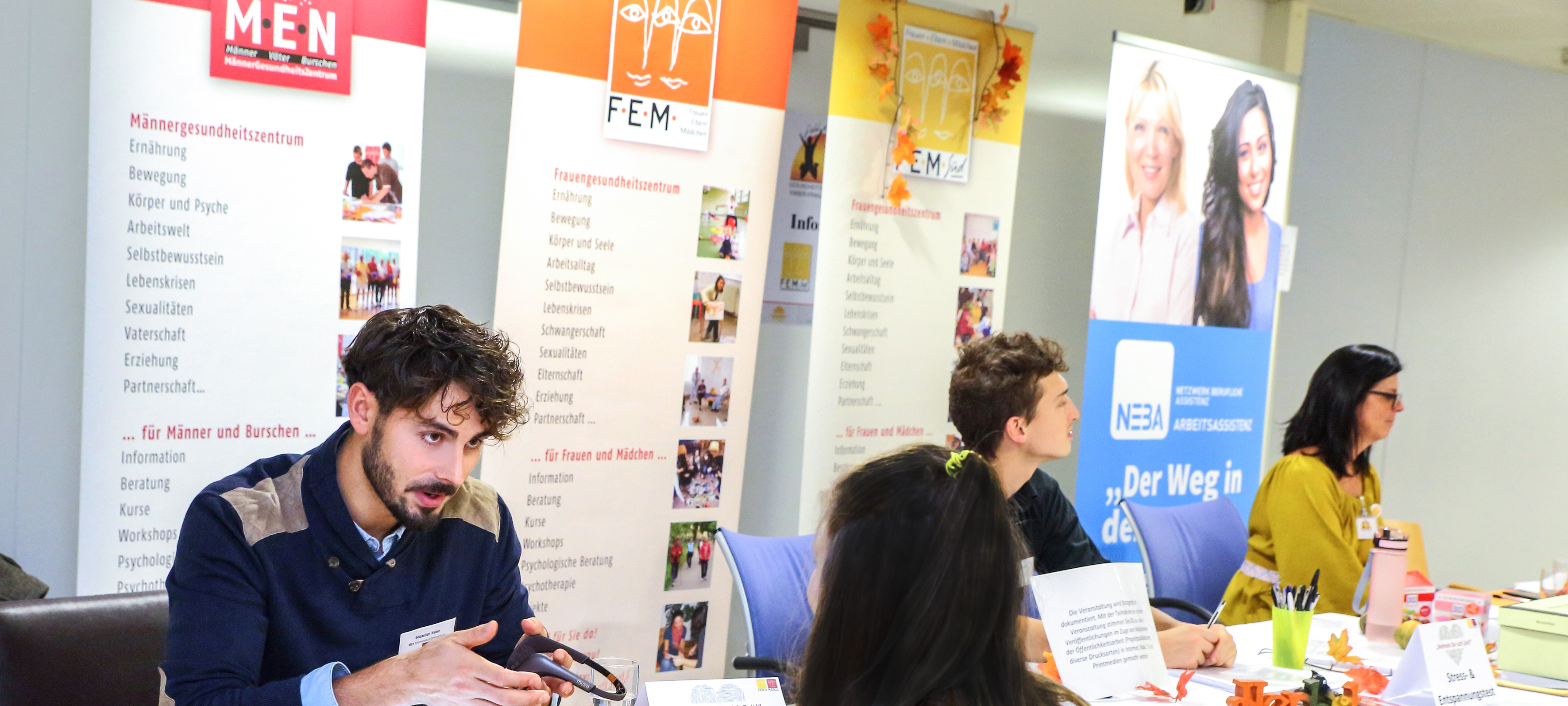 Infostand-FEM-FEMSued-MEN, © phototiller